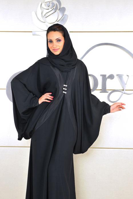 Современнная мусульманка в абайе. Фото
