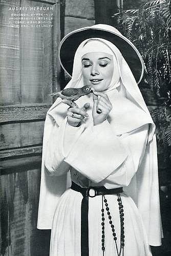 Одри Хепберн и птицы: попугай / Audrey Hepburn and birds: parrot. Photo