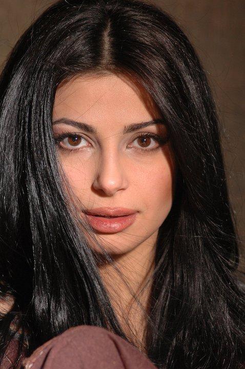 Нарине Султанян - армянская телеведущая и актриса. Фото