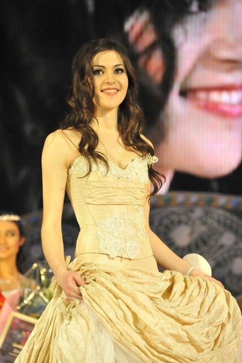 башкирская красавица Ляйсан Гарифьянова, победительница Хылыукай-2012. Фото