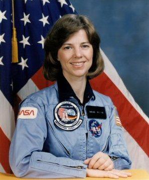 американская женщина-космонавт (астронавт) Бонни Джинн Данбар. Фото