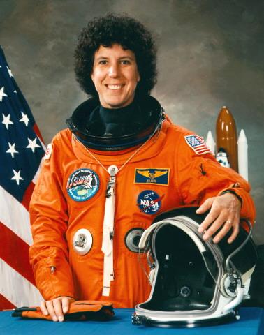 американская женщина-космонавт (астронавт) Эллен Луиза Шулман Бейкер. Фото