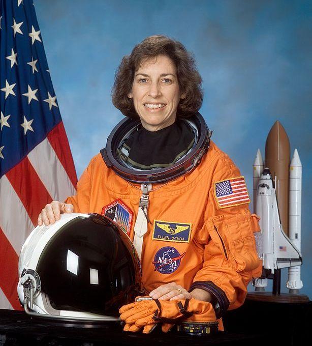 американская женщина-космонавт / астронавт Эллен Очоа. Фото
