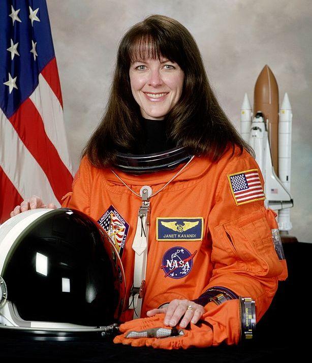 американская женщина-космонавт / астронавт Джанет Линн Каванди. Фото