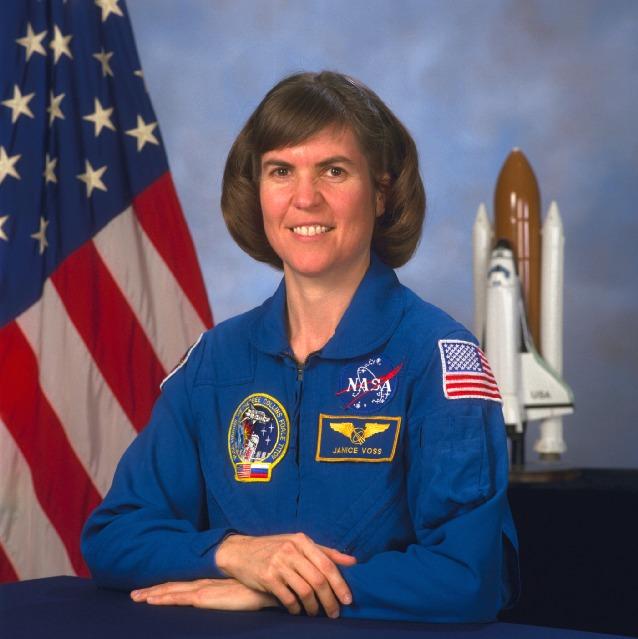 американская женщина-космонавт / астронавт Дженис Элейн Восс. Фото