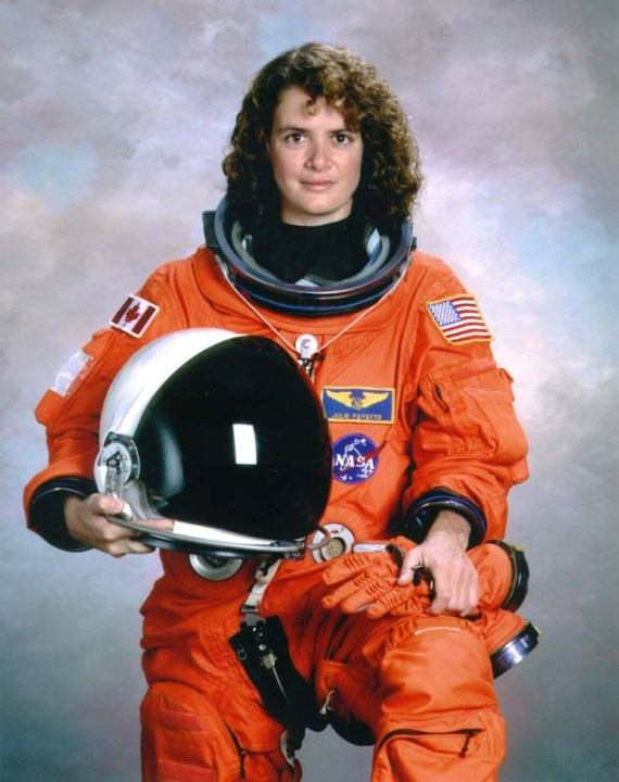 вторая канадская женщина-космонавт / астронавт Жюли Пейет. Фото