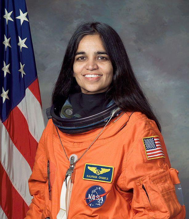 первая индйиская женщина-космонавт / астронавт Калпана Чавла. Фото