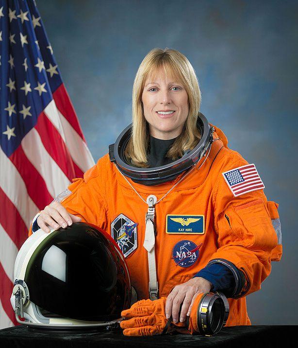 американская женщина-космонавт / астронавт Кэтрин Патрисия Хайр. Фото