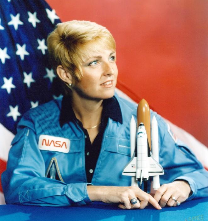 американская женщина-космонавт / астронавт Милли Элизабет Хьюз-Фулфорд. Фото