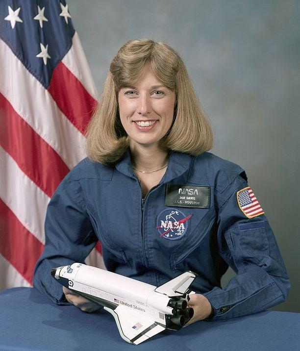 американская женщина-космонавт / астронавт Нэнси Джен Дейвис. Фото