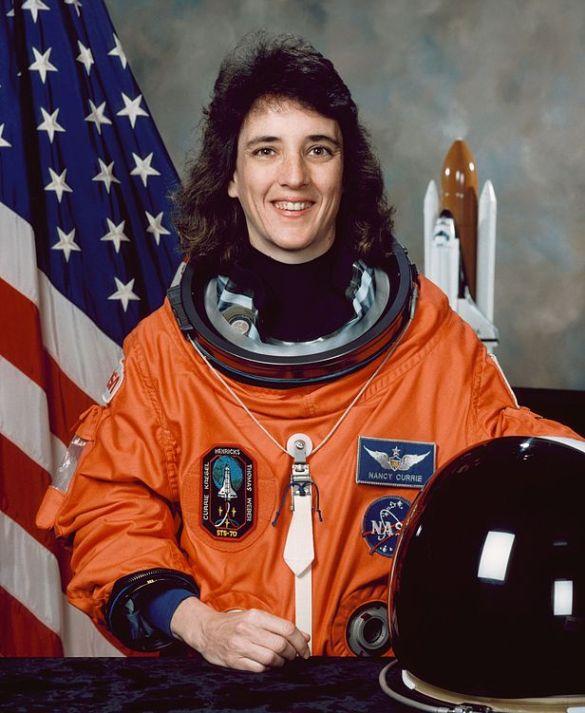американская женщина-космонавт / астронавт Нэнси Джейн Керри. Фото