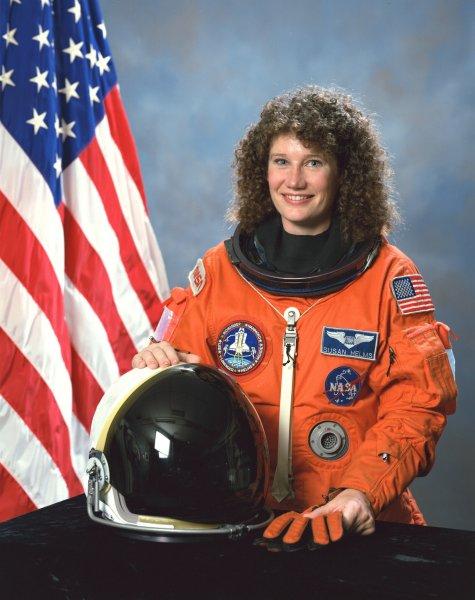 американская женщина-космонавт / астронавт Сузан Джейн Хелмс. Фото