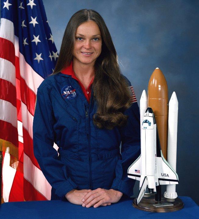 американская женщина-космонавт / астронавт Тамара Элизабет Джерниган. Фото