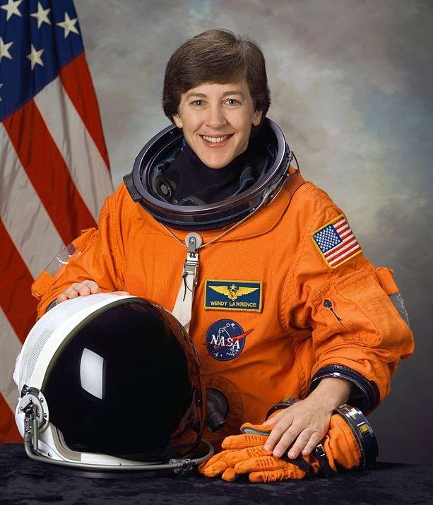 американская женщина-космонавт / астронавт Уэнди Берриен Лоуренс. Фото