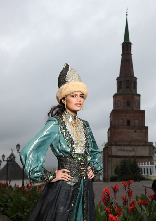 Ирина Шарипова в национальном татарском костюме. Фото / Irina Sharipova, Miss Tatarstan 2010. Photo