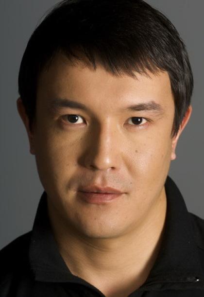 казахстанский актер Саят Исембаев. Фото