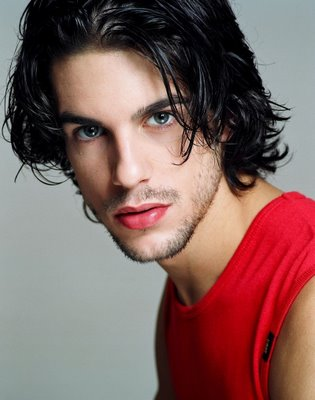 красивый испанец Алехо Саурас. Фото / Alejo Sauras. Photo