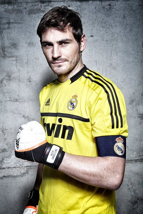 красивый испанский футболист Икер Касильяс. Фото / Iker Casillas. Photo