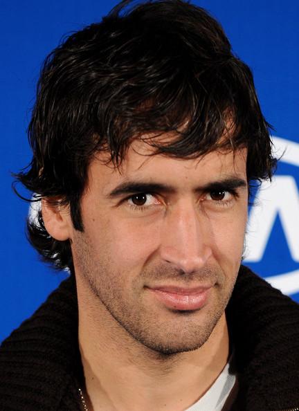 красивый испанский футболист Рауль Гонсалес. Фото / Raúl González. Photo