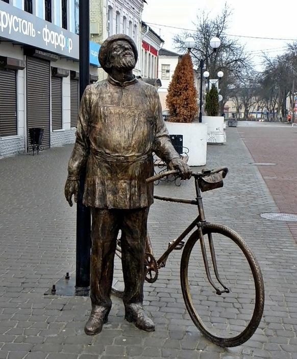 Памятник Циолковскому в Калуге