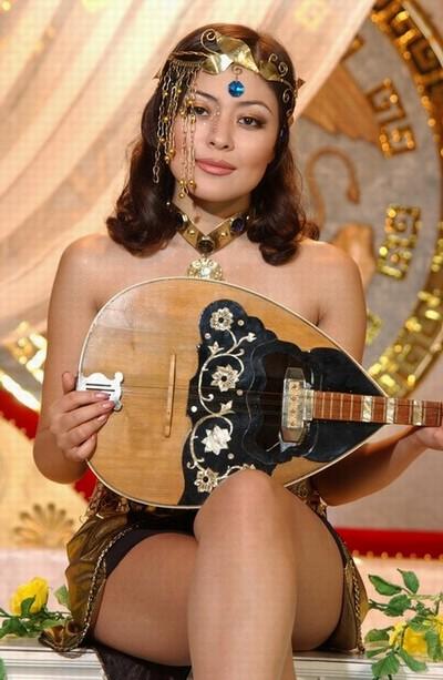 уйгурка Дильназ Ахмадиева. Фото / Uyghur singer Dilnaz Akhmadieva. Photo