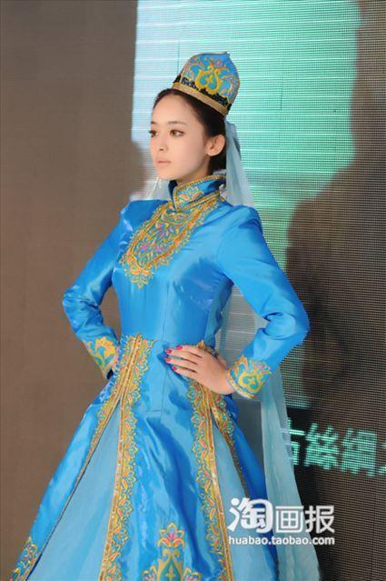 красивая уйгурка Gul Nazar. Фото / Uyghur model. Photo / 古力娜扎