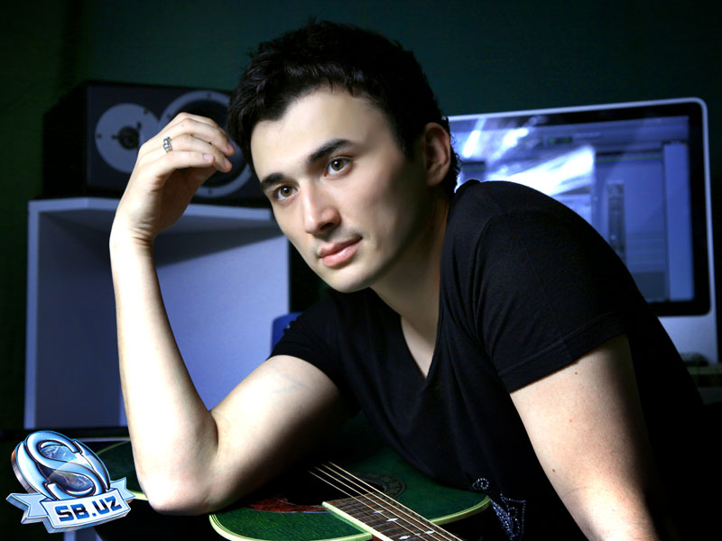 красивый мужчина-узбек Улугбек Рахматуллаев. Фото