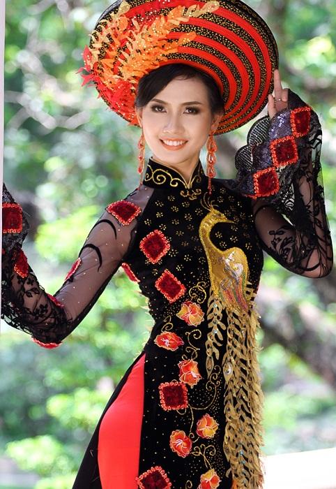 красивая вьетнамка Phan Thi Mo в аозай. Фото