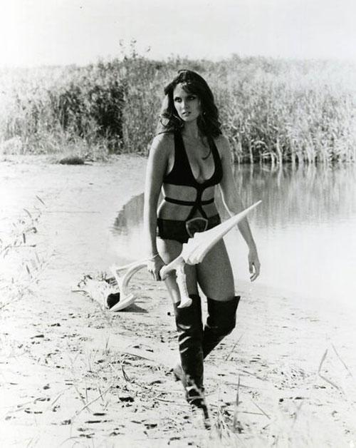 английская актриса Кэролайн Манро. Фото