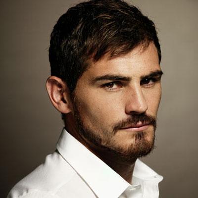 красивый испанец-футболист Икер Касильяс. Фото