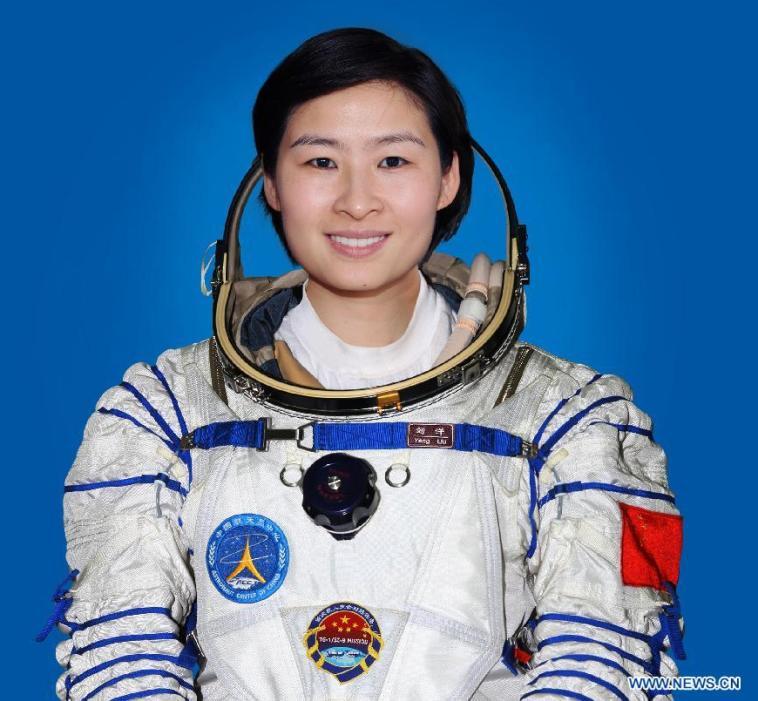 Лю Ян - первая китайская женщина-космонавт / тайконавт. Фото