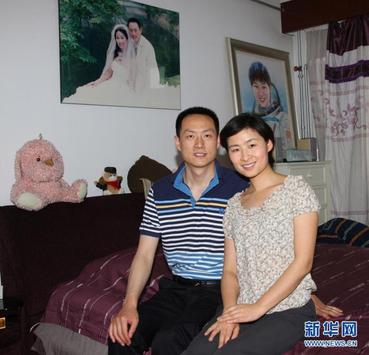Лю Ян - первая китайская женщина-космонавт с мужем. Фото