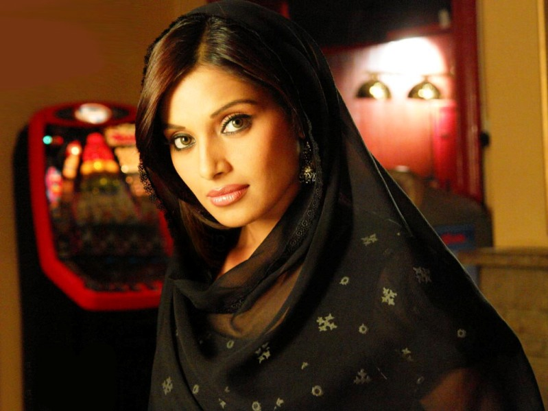 сексуальная индианка Бипаша Басу. Фото