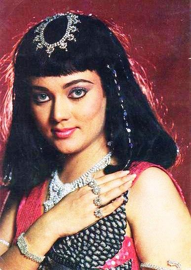 болливудская актриса Мандакини, англичанка по отцу и индианка по матери.