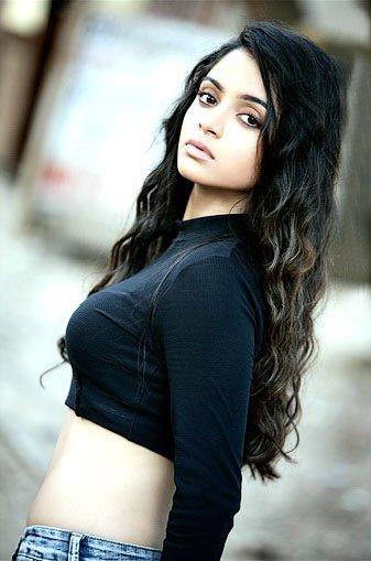 красивая индианка Шина Шахабади. Фото