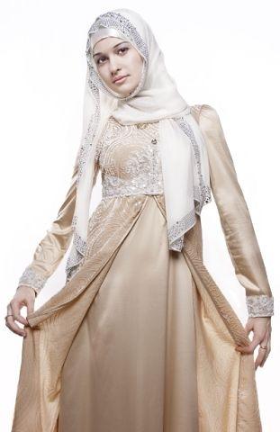 красивая чеченская девушка Камета Садулаева, певица и актриса. Фото