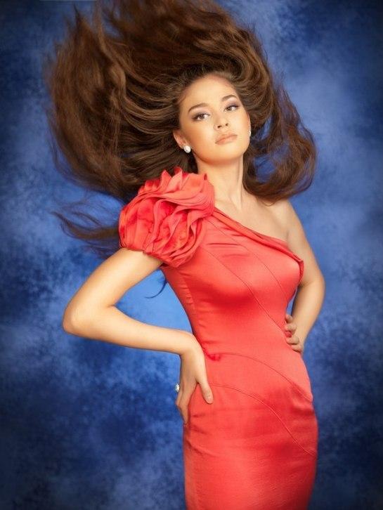 красивая девушка-казашка Альмира Турсынбаева - победительница казахстанских конкурсов красоты Мисс Студенчество 2010, Miss University 2010
