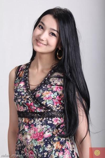 красивая киргизка Бегимай Туратбекова. фото