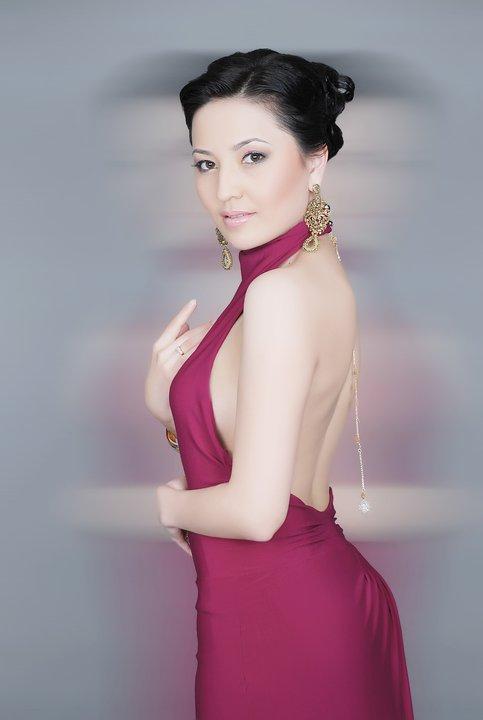 Асема - кыргызстанская певица. фото