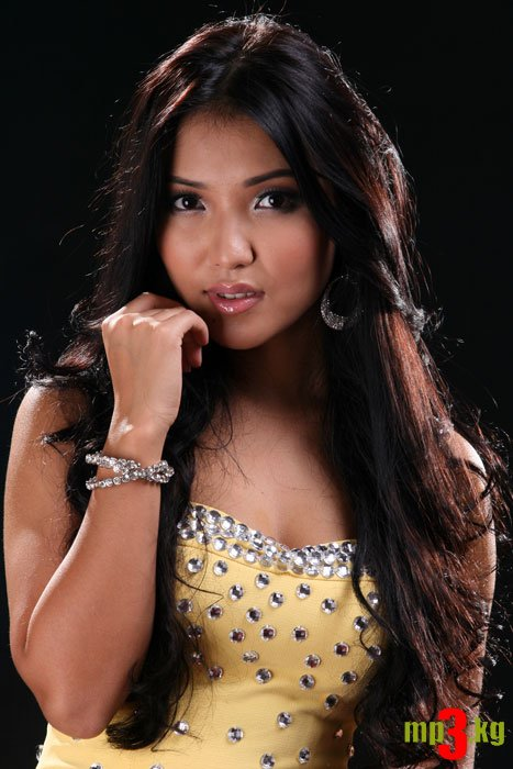 Кундуз Канатбек кызы - кыргызстанская певица. фото
