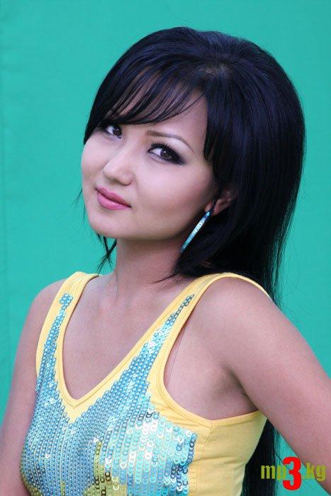 Неля - кыргызстанская певица. фото