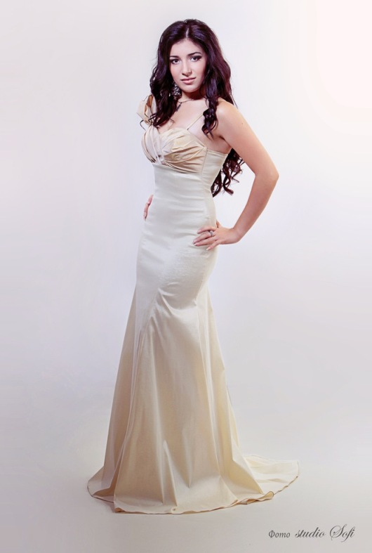 Диляра Махмудова - крымскотатарская певица. фото
