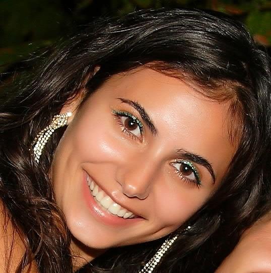 Ление Алюстаева - крымскотатарская певица. фото