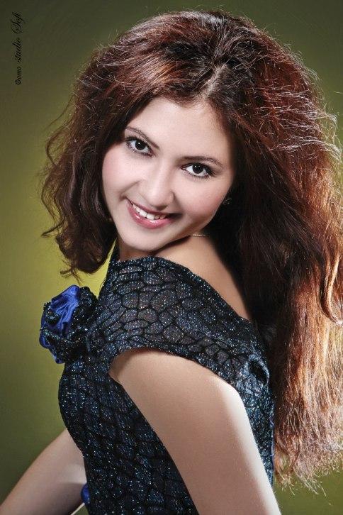Эмилия Меметова - крымскотатарская оперная певица. фото