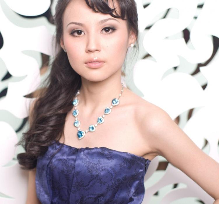 красивая якутка Анастасия Арбугина - финалистка конкурса Мисс виртуальная Якутия 2011. фото