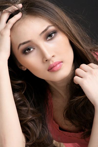 Зарина Сутакова - модель-якутка. фото