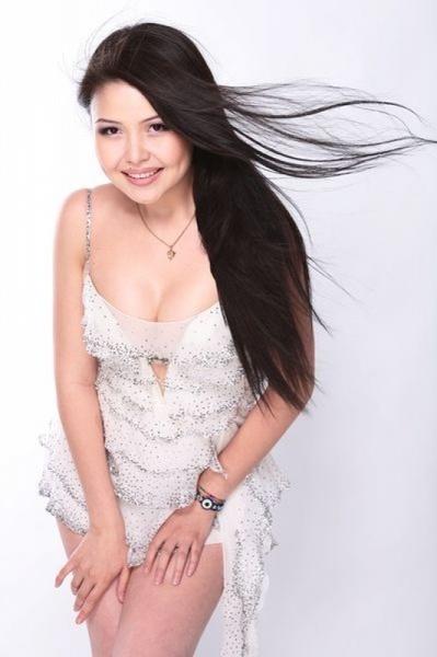 Асель Садвакасова, казахстанская актриса и певица. фото