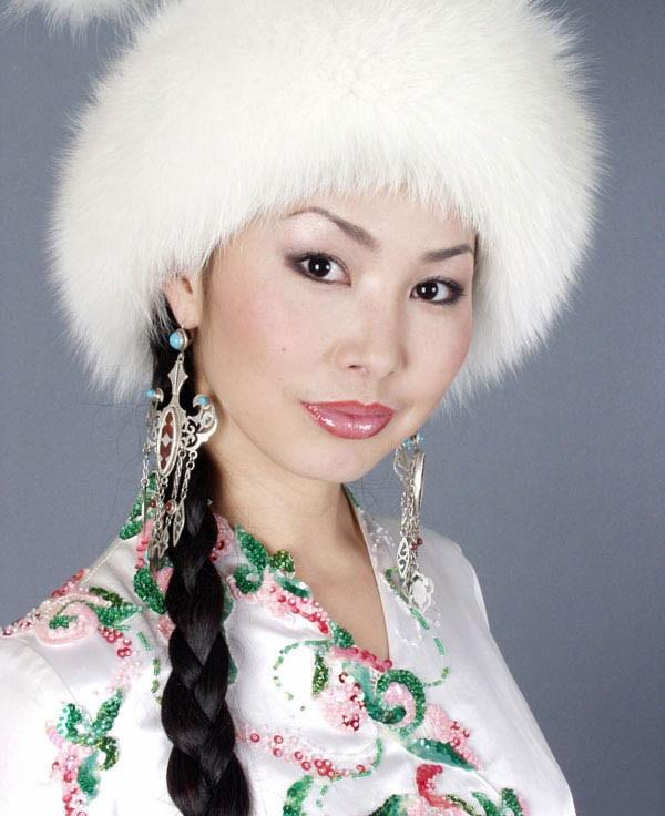 красивая казашка Каракат Абильдина - певица. фото