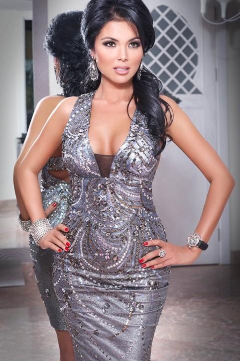 Нургуль Досмухамбетова, красивая казашка бизнес-леди. фото