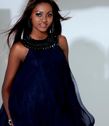 красивая негритянка-модель Angela Asare. фото